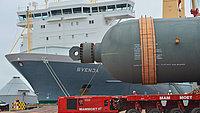Loading five reactors in Wilhelmshaven